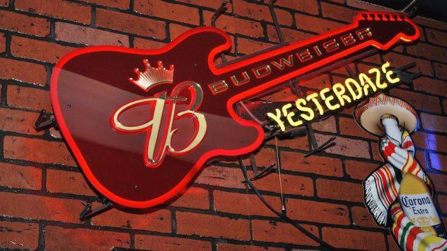 Yesterdaze Bar & Grill